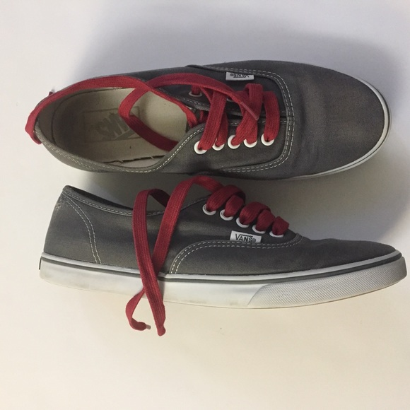 859f0edc42d6d4 Vans gray and red laces sneaker shoes women 9. M 5a62701436b9dee015923e46